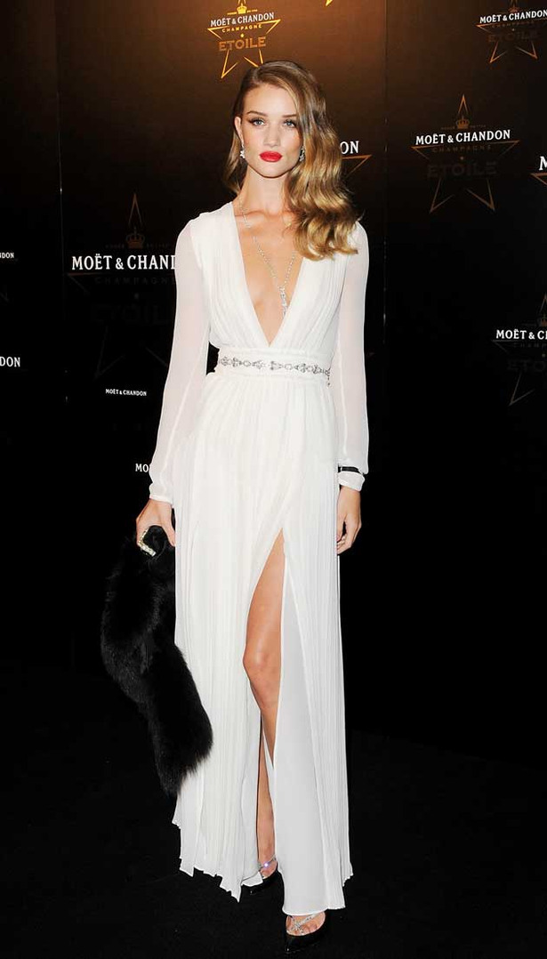 Rosie Huntington-Whiteley Gets Leggy