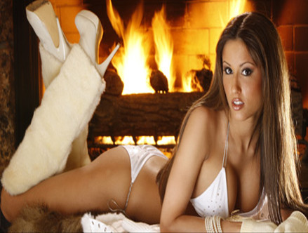 Hooters Heats Up Aspen!