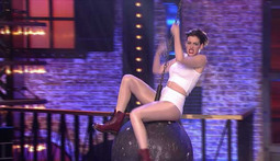Anne Hathaway 'Wrecks' The Competition